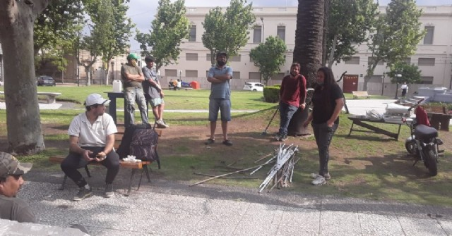 El municipio relocalizó a las 20 familias en situación de calle y se levantó el acampe de Plaza Merced
