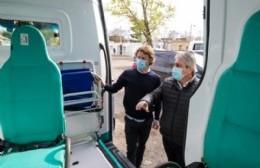Martínez presentó una nueva ambulancia totalmente equipada para el SAME