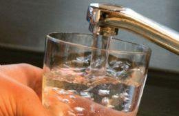 El agua está contaminada con 18 agrotóxicos distintos a causa de los miles de litros de químicos que los productores sojeros echan en campos linderos a escuelas y zonas urbanas.
