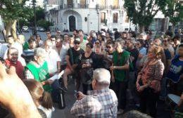 Los municipales entregaron un petitorio para que se cancele el decreto firmado por Javier Martínez.