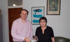 El legislador al entregar un subsidio al Colegio Nicol�s Avellaneda.