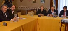 Legisladores junto al ministro Arl�a.